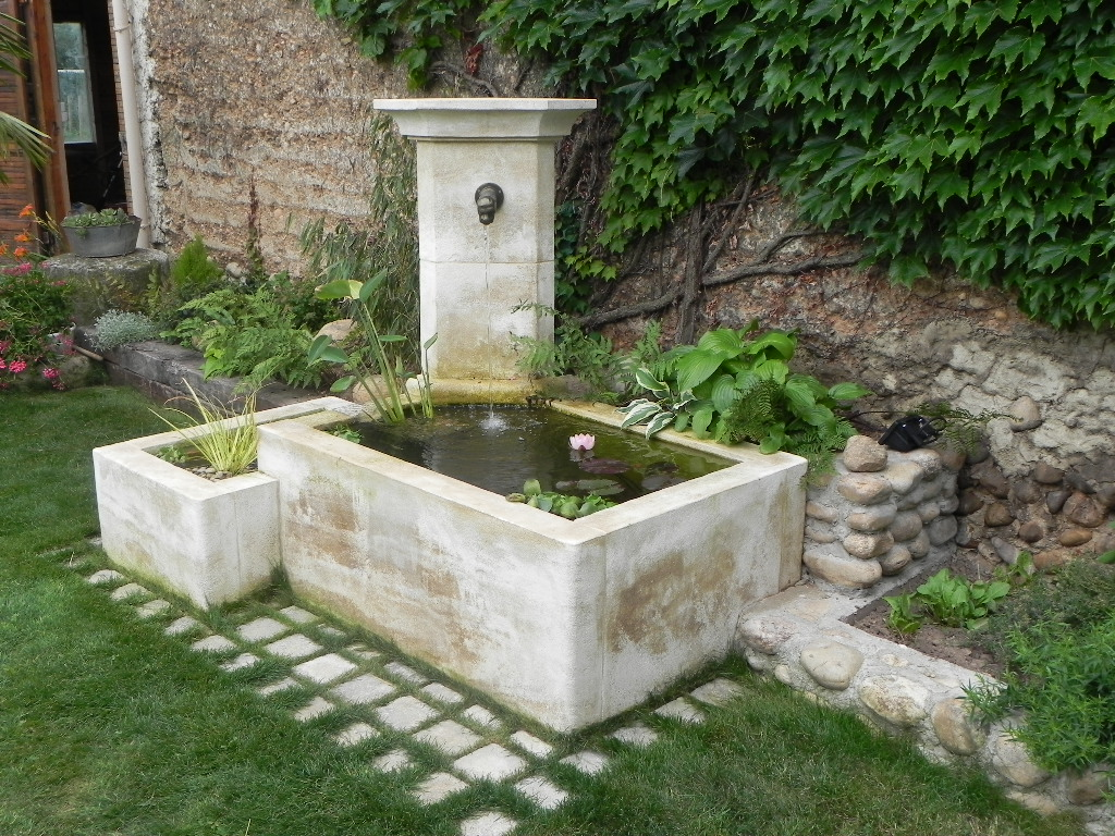 fontaine pierre naturelle pour jardin perfect fontaine de jardin en ardoise avec robinet with. Black Bedroom Furniture Sets. Home Design Ideas