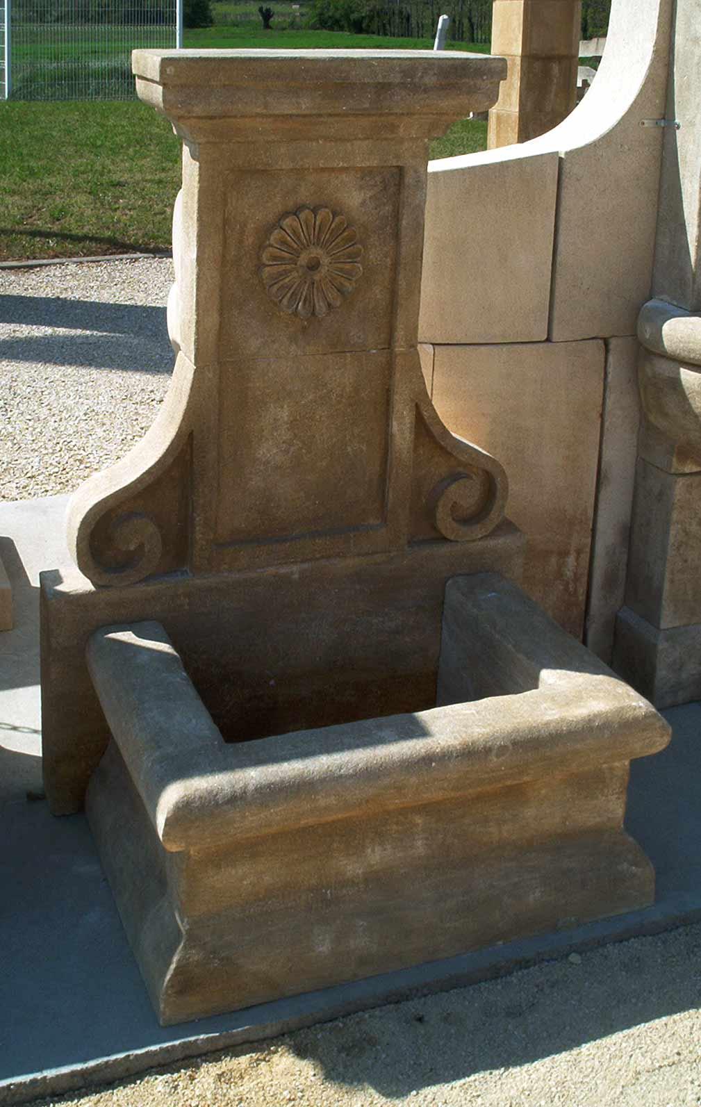 Fontaines en pierre naturelle : fontaine murale ou fontaine ...