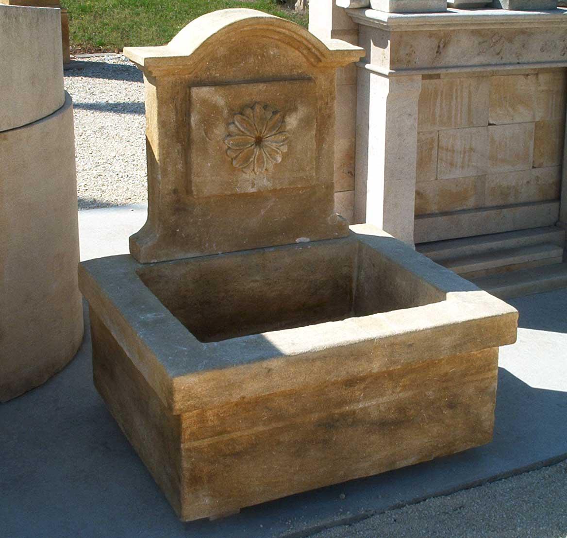 Fontaines en pierre naturelle : fontaine murale ou fontaine centrale ...